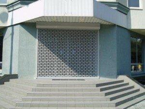 Защитные роллетные решетки (для магазинов, торговых центров, офисных помещений, витражей)