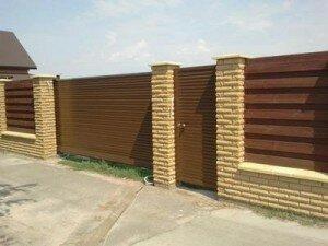 Въездные ворота металлические откатные, вид снаружи.