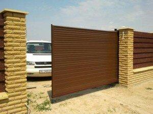 Ворота металлические откатные, вид снаружи.