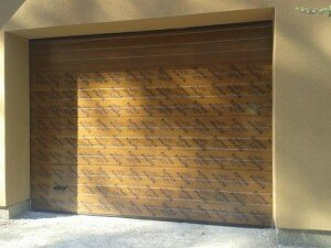 Гаражные ворота Алютех, цвет - золотой дуб.
